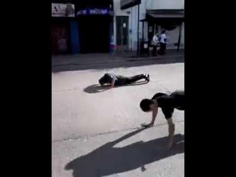 flexiones de brazos En medio de la Montevideo