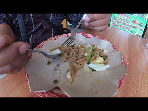 indonesia-surabaya-street-food-2245-part.2-rice-noodles-bihun-goreng-djadi-yn010664