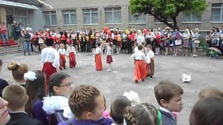 Оригінальний український танець в одній зі шкіл Донеччини