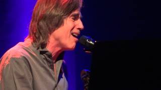 Jackson Browne forgets the words to his new song about Haiti...