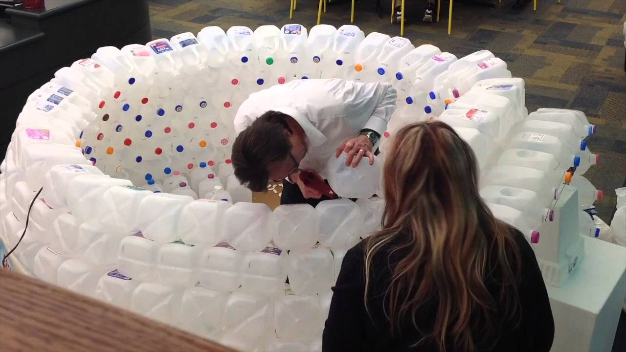 Dpl 39 s milk jug igloo youtube for How to build an igloo out of milk jugs