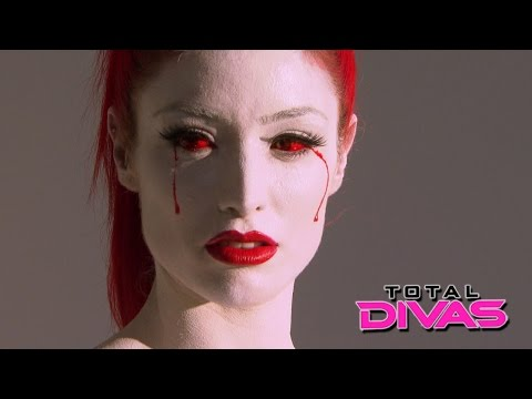 Eva Marie shows off her bruises from training: Total Divas: August 4, 2015