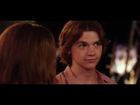 Joel Courtney Kiss In The Kiss Booth