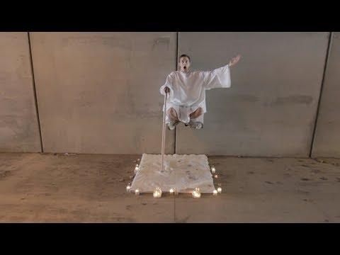 魔术�秘,街头人体�空悬浮,360度没有死角,是这样