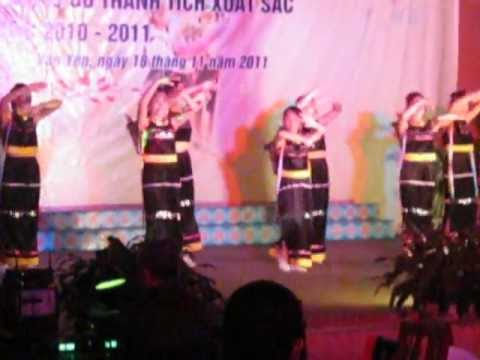 Múa Chiều lên bản Thượng của các cô giáo trường Mầm non Hoa Hồng