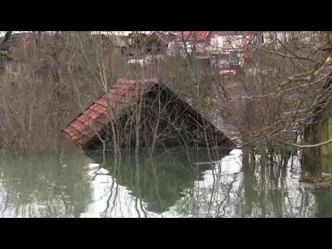 الفيضانات تعزل بلدات عدة في كرواتيا