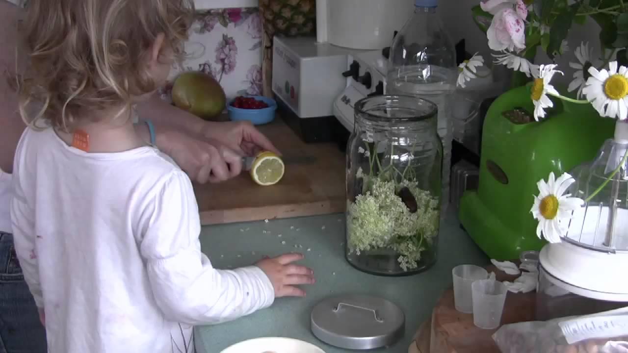 Raw elderflower cordial