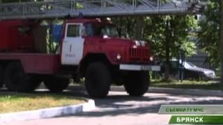 видео Во Всеволожске пожарные эвакуировали жителей дома