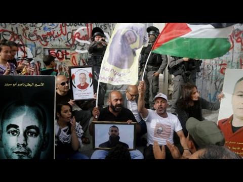 المعتقلون الفلسطينيون يتوصلون لاتفاق مع السجون الإسرائيلية ويعلقون إضرابهم عن الطعام  - 20:21-2017 / 5 / 28