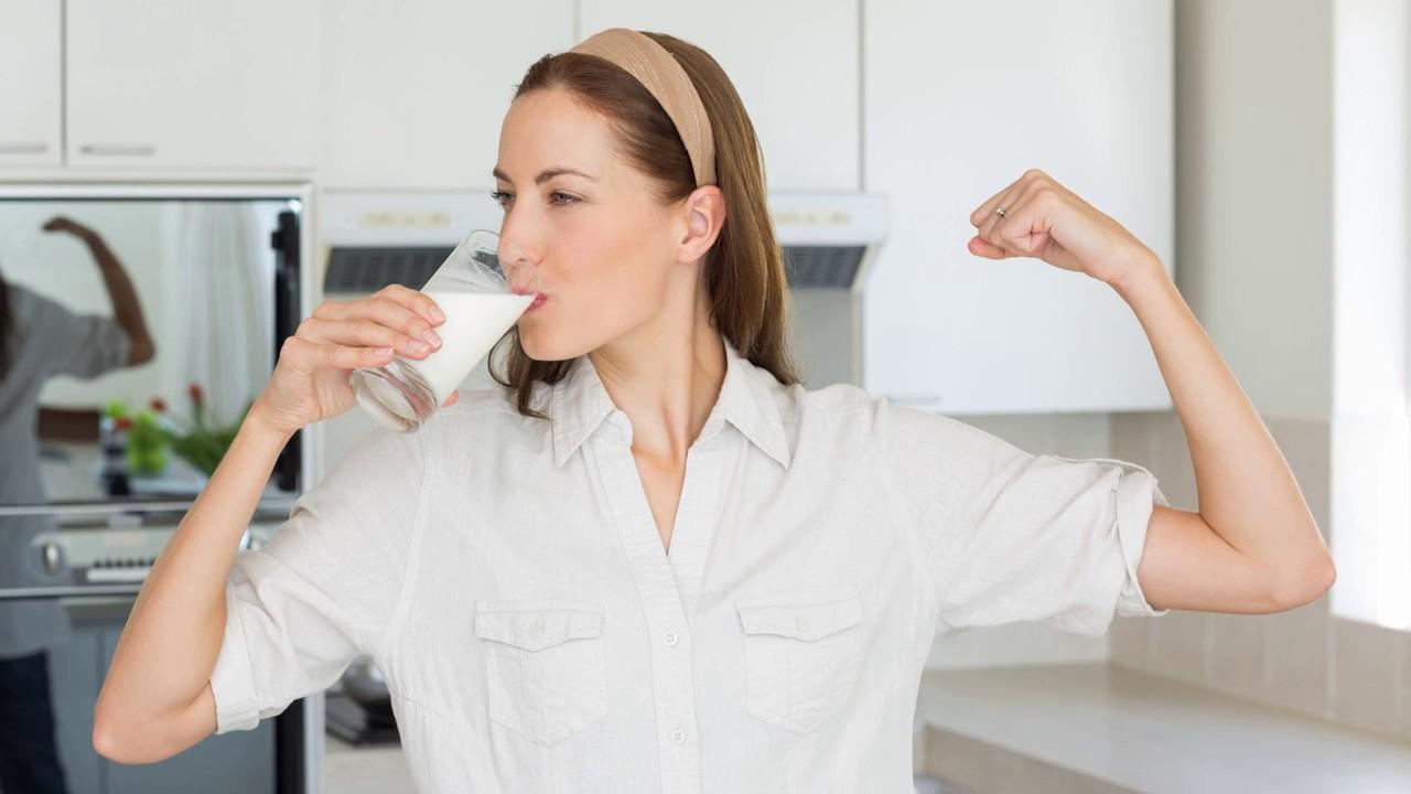 Как проверить качество молока в домашних условиях?