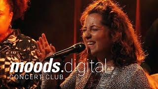 Live at Moods: Daniel Casimir & Tess Hirst