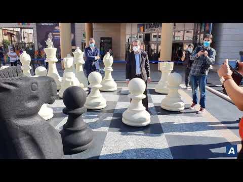 Abel Caballero estrena el tablero de ajedrez más grande del mundo en Vigo