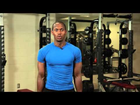 Shoulder Shrugs Using an Elastic Band : Workout Techniques