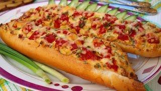 Запечённый багет с колбасой и помидорами