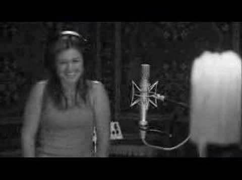 Sample of Kelly Clarkson DVD