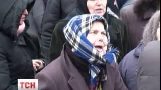 Мертвій дружині священика в Бортничах поклонялися 80 вірян