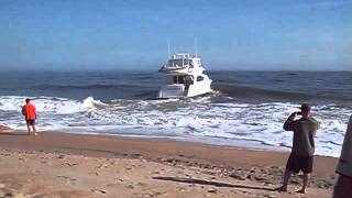 64-foot Hatteras yacht pulled from the beach