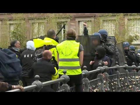 مواجهات بين الشرطة الفرنسية ومحتجي السترات الصفراء في ستراسبورغ…
