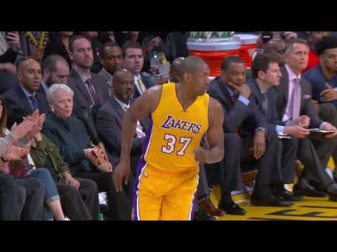 Metta World Peace Scores 18 in 2nd Half, Lakers Win 5th Straight | April 11, 2017