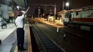PPKA Melepas Kereta Api Serayu Malam di Stasiun Pasar Senen