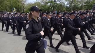 Одесситы накинулись на деньги, которые разбросала полиция будущего