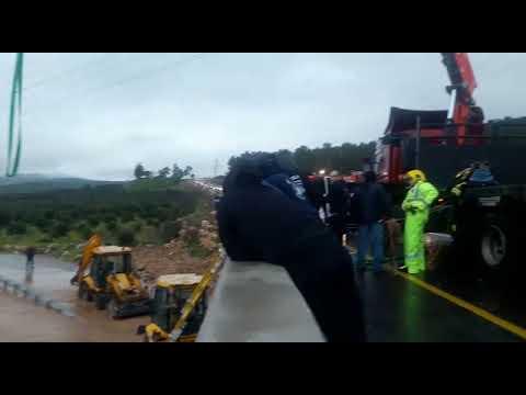 צפו: חילוץ לכודים מג'יפ שנלכד בשיטפון בנחל חילזון