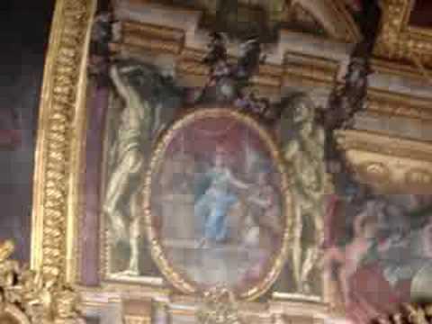 Sala oglinzilor din castelul Versailles de langa Paris