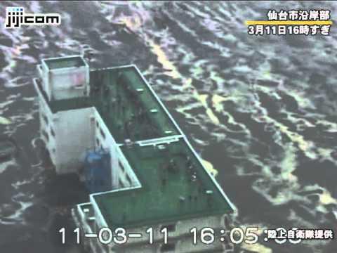 仙台市沿岸部を飲み込む津波=自衛隊ヘリが震災発生直後に撮影