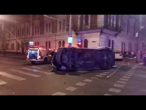 Ambulanță Spulberată De Un Taximetru La Cluj