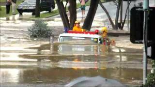 FireTruck in Melbourne Australia Flood(Fire truck drives through flood waters in Eltham (Melbourne Australia) on Christmas Day 2011., 2011-12-29T15:50:24.000Z)