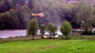 Hélicoptère survolant la plage du Chambon de Cerzat