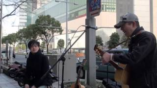 名古屋で路上ライブしていた。いつの間にか、足が止まり、歌を聴いてい...