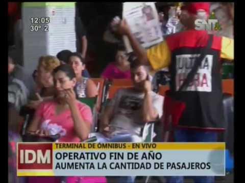 Mucha gente lista para viajar en el terminal de ómnibus de Asunción