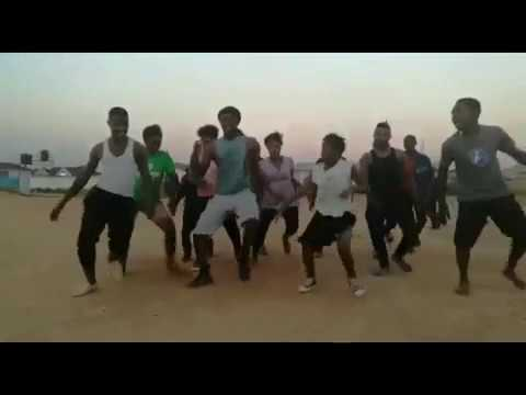 FASSIE AND FAMILY dance to Chimwemwe Dance by MA AFRICA FT DRIMZ