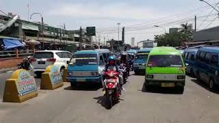 Lalu lintas di depan Pasar Ciawi Bogor