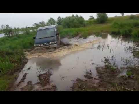 Mazda Bongo Friendee по грязи.