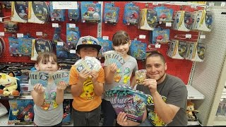HUNTING AT TOYSRUS AND POKEMON PLAY & TRADE EVENT! FREE GUARDIANS RISING PROMO CARDS MEGA GIVEAWAY!