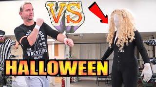 SlenderMans Girlfriend vs James Ellsworth - Game Master Halloween Challenge