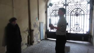 Урок жонглирования булыжниками в Питерской подворотне в дни Олимпиады в Сочи2014