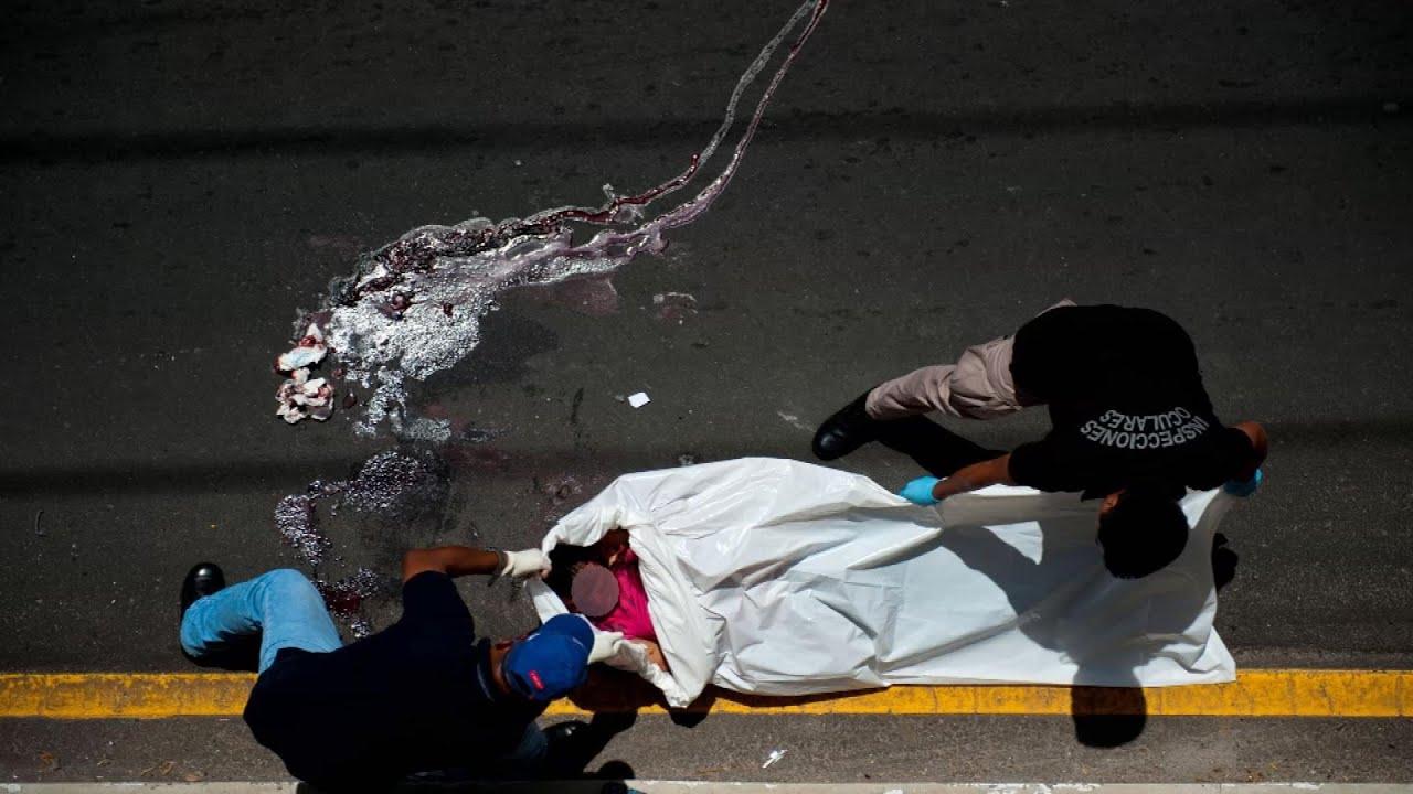 Pandillas y policía en guerra a muerte en El Salvador - YouTube