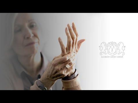 411™ Solitaire with 5.15 ct True Antique™ cushion diamond by Leon Megé r4000