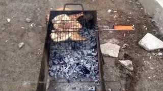 Жарим курицу на мангале целиком