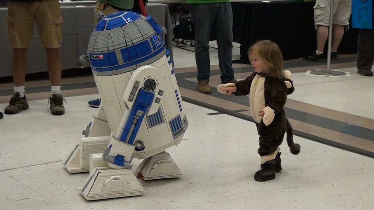 Life-size Remote Control LEGO R2-D2 Star Wars - YouTube