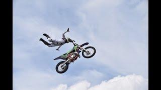 """Адреналин в прямом эфире: показываем трюки с вело-мото-экстрим шоу """"Европа-Азия"""""""