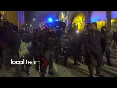 Forza Nuova a Bologna, violenti scontri tra polizia e antifascisti 16 febbraio 2018