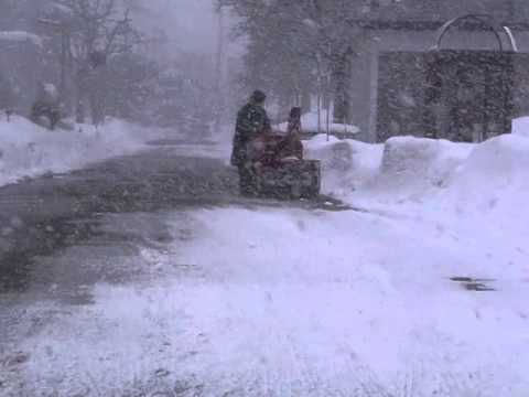 Snow removal in the blizzard(Japan)