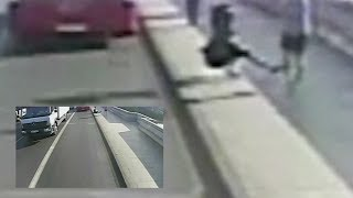 Jogger stößt Frau vor fahrenden Bus - Polizei sucht skrupellosen Mann