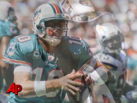 Dolphins Q-B Chad Pennington Dislocated Shoulder