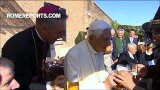 Đức Benedicto XVI uống bia mừng sinh nhật thứ 90 của ngài