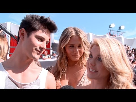 'Faking It' cast talk incredible season 2 at MTV VMAs 2014
